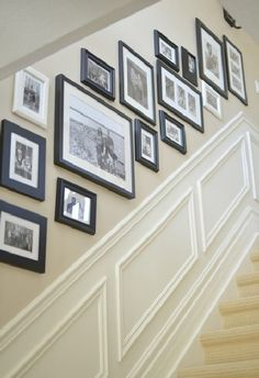 33 Treppe Galerie Wand Ideen Die Sie Inspirieren 33 Stair Gallery Wall Ideas That Inspire You A staircase wall of the gallery is one of the most popular and traditional things for every person who lives in a house. Stairway Gallery Wall, Frame Gallery, Stairway Pictures, Gallery Walls, Hallway Pictures, Stairway Art, Basement Stairway, Dark Basement, Entry Stairs