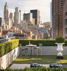 As you most likely visualize, building your very own rooftop garden is not as simple as growing bushes in the ground, however with study, good preparation and determination, such a job might considerably upgrade your way of living. #rooftop #garden #ideas #beautiful #balconies #apartment #backyard #frontyard Rooftop Design, Terrace Design, Rooftop Terrace, Terrace Garden, Rooftop Decor, Rooftop Lounge, Garden Oasis, Outdoor Spaces, Outdoor Living