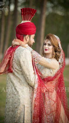 Ž QûeêŃ♥ Pakistani Bridal Makeup, Bridal Mehndi Dresses, Desi Wedding Dresses, Pakistani Wedding Outfits, Indian Bridal Fashion, Indian Wedding Couple Photography, Bridal Photography, Art Photography, Bridal Poses