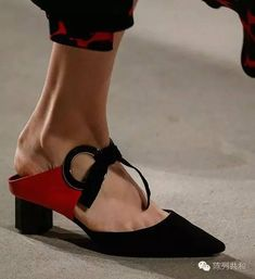 流行时尚: 女人一生必须拥有的4款高跟鞋,你还差哪一款? - 由小学同桌发表 - 文学城
