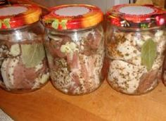 Boczek wieprzowy w ziołach i czosnku w słoiku.
