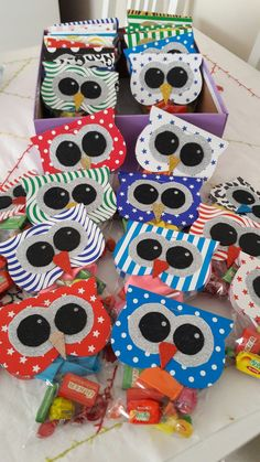 1. Sinif karne hediyeleri Owl Classroom, Kids Class, Bag Toppers, Craft Tutorials, Little Gifts, Craft Fairs, Craft Gifts, Gifts For Kids, Party Time