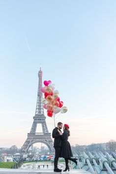 Couple photos at the Eiffel Tower in Paris. Paris couple photographer | couple in paris | paris couple photography | paris photographer | paris couples | paris photography | paris couples eiffel tower | paris couple ideas. #pariscoupleshoot #parisphotographers #photographersparis #photographerinparis #proposalphotographer #proposalideas