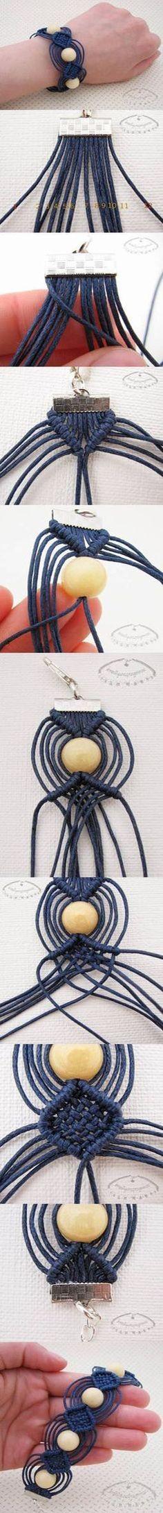 Pulsera realizada en Macramé  con cordón y esferas de madera. No hay tutorial :(   del tejido macramé.