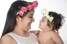 Are you planning to do a 'mom and me' photography session to capture the special bond that you share with your mom? Here are some simple ideas to take home some amazing portraits that will capture the beautiful relationship that you share with your mother.