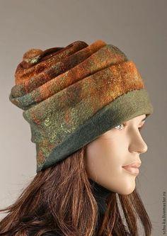 beautiful shape, warm colours, love it! Felt Hat, Wool Felt, Flapper Hat, Fleece Hats, Animal Hats, Felted Slippers, Winter Hats For Women, Love Hat, Wet Felting