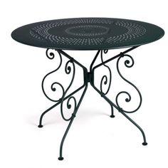 Table 1900 diamètre 96 cm, réglisse. http://www.uaredesign.com/1900-table-96-fermob-noir.html #Fermob #Mobilier #Design