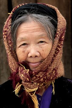 Tay woman (market of Li Bon), Vietnam