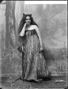 Studio portrait of a young woman wearing traditional Maori clothing - Photographed by William Henry Thomas Partington Polynesian People, Henry Thomas, Maori People, Long White Cloud, Nz Art, Studio Portraits, Classy Women, Traditional Outfits, Young Women