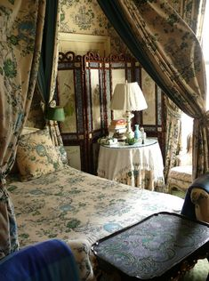guest room in Susan Gutfreund's NYC apartment