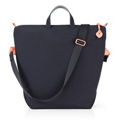 A superbly adaptable bag, the Crumpler Wren tote is the perfect everyday companion for carrying your MacBook. Crumpler x Apple exclusive!