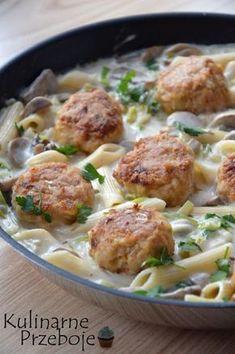 Klopsiki z makaronem w sosie pieczarkowo-porowym – propozycja na pyszny obiad z patelni :) Więcej przepisów na obiady znajdziecie pod tym tagiem: Obiad – przepisy. Klopsiki z makaronem w sosie pieczarkowo-porowym – Składniki: 500g mięsa mielonego z szynki wieprzowej 1 czubata łyżeczka słodkiej papryki pół łyżeczki czosnku granulowanego 1 duża cebula (ok. 160g) 1 łyżeczka […] Pork Recipes, Veggie Recipes, Dinner Recipes, Cooking Recipes, Healthy Recipes, Fast Dinners, Food Inspiration, Love Food, Sandwiches