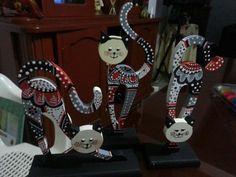 gatos pintados en madera - Buscar con Google Arte Country, Show Jumping, Cool Cats, Artsy Fartsy, Mandala, Woodworking, Diy Crafts, Christmas Ornaments, Cool Stuff