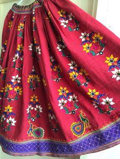Hand Work Blouse Design, Blouse Neck Designs, Designer Blouse Patterns, Dress Patterns, Vintage Skirt, Vintage Dresses, Chaniya Choli Designer, Cotton Lehenga, Indian Skirt