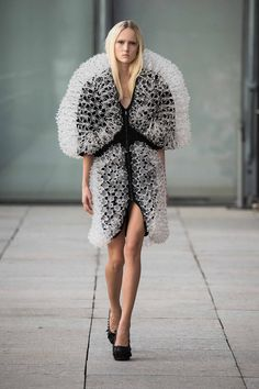 iris-van-herpen-impression3d-fashionweekparis-2