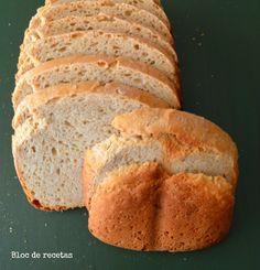 Pan de avena con leche de avena casera.