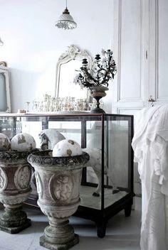 Vintage by nina nina hartmann antiques romantico. Vintage Shabby Chic, Vintage Home Decor, Vibeke Design, French Style Homes, Vintage Interiors, French Interiors, Living Styles, French Country Decorating, White Decor