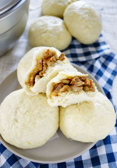 Filipino Style Steamed Buns Recipe is a fa favorite Filipino snacks in the Philippines. It has a soft and fluffy dough that could make or break the taste . Filipino Dishes, Filipino Desserts, Filipino Recipes, Asian Recipes, Filipino Food, Filipino Christmas Food, Filipino Pancit, Steam Buns Recipe, Bun Recipe