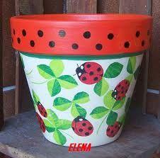 Resultado de imagen para pintura de macetas en tonos azules Flower Pot People, Clay Pot People, Flower Pot Art, Flower Pot Crafts, Clay Pot Projects, Clay Pot Crafts, Painted Plant Pots, Painted Flower Pots, Lady Bug