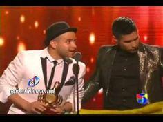 ▶ Chino y Nacho En Solidaridad Con Su Pais Venezuela premio lo nuestro 2014 - YouTube