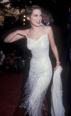 Winona Ryder's 12 Best Outfits - Ryder wore this perfect beaded flapper-style fringed dress to the Academy Awards in One of next season's biggest trends from New York Fashion Week? Winona Ryder Style, Winona Ryder 90s, 1990 Style, 80s Style, Winona Forever, 90s Outfit, Flapper Style, Fringe Dress, Norma Jeane