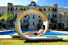 This cool double patio lounger furniture by innovative young designer Victor M. The Loopita Bonita patio Lounger inspired by the rol. Design Lounge, Chair Design, Pool Furniture, Outdoor Furniture, Furniture Design, Coaster Furniture, Furniture Covers, Outdoor Seating, Outdoor Decor