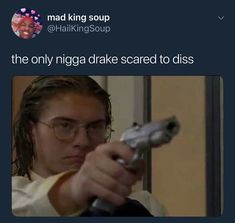 people actually watch degrassi: next class ? Degrassi Next Class, Degrassi The Next Generation, Funny Gags, Funny Memes, Funny Humour, Funny As Hell, Make It Through, Drake Degrassi, Dankest Memes