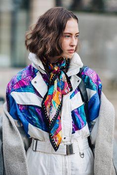 Street style à la Fashion Week automne-hiver 2017-2018 de Paris : carré court wavy chatain short bob