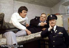 Richard Beckinsale, Ronnie Barker and Fulton Mackay in Porridge. British Sitcoms, British Comedy, Porridge Tv Series, Richard Beckinsale, Ronnie Barker, David Jason, Prison Life, Comedy Actors, Classic Comedies
