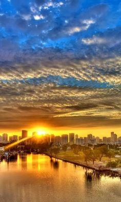 Miami, city view, architechture, sunrise, sunset, clouds, colour, water, reflection, stunning, panorama, photo.