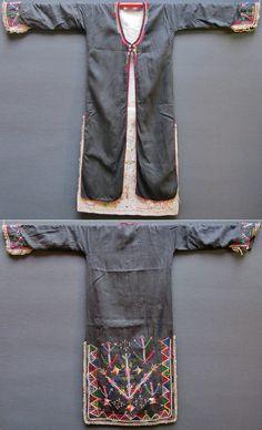 Cotton 'ücetek' (robe with three panels).  From the Karakeçeli (Yörük) villages of the Keles district (south of Bursa), mid-20th century.  Part of a traditional bridal/festive costume.  (Inv.nr. üçe005 - Kavak Costume Collection - Antwerpen/Belgium).