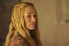 Pin for Later: Brandneue Bilder von Game of Thrones: Daenerys' Drachen sind groß geworden!  Cersei führt nichts Gutes im Schilde.