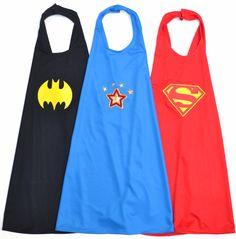 Capas de Batman, WonderWoman y Superman para los invitados a la fiesta de Superhéroes.