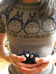Totoro sweater! Must get my mom to knit this for Mary and Else.