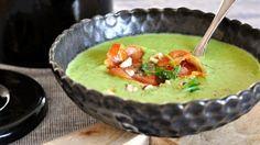 Jednoduchá a rychlá polévka, jejíž úspěch je zaručen. Ten správný šmrnc dodá hráškovému krému parmazán a dokřupava osmažená parmská šunka.