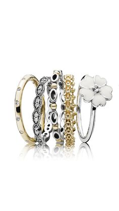 A golden ring stack to sparkle on the golden sunny days. #PANDORA #PANDORAring