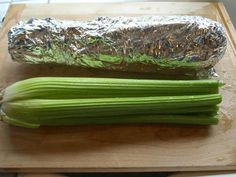 21 Genius Kitchen Hacks To Cut Food Waste.Wrap celery in foil before storing in fridge, it will stay crisp up to 4 weeks! Food Waste, Baking Tips, Kitchen Hacks, Smart Kitchen, Fruits And Vegetables, Food Storage, Storage Hacks, Storage Ideas, Food Hacks