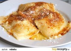 Tvarohové taštičky s povidly recept - TopRecepty.cz Pancake Healthy, Best Pancake Recipe, Plum Jam, Czech Recipes, Vegetable Drinks, Healthy Eating Tips, Quick Easy Meals, Sweet Recipes, Food And Drink