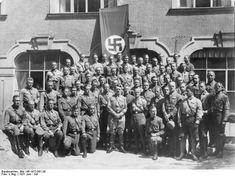 Adolf Hitler with the first graduating class of the Reich Leadership School, Munich, Germany, Jun-Jul 1931. Bundesarchiv, ID: Bild 146-1972-061-28.