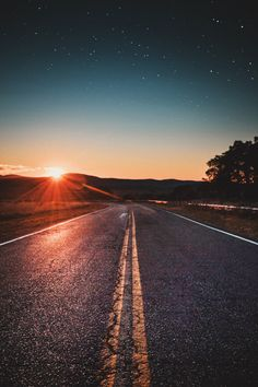 The open road Landscape Photography, Nature Photography, Travel Photography, Beautiful Roads, Beautiful World, Imagen Natural, Sunset Road, Urbane Kunst, Photos Voyages