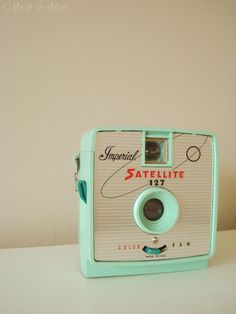I want to get one of these!!!! vintage camera