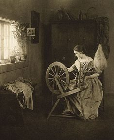 When I tell people I love spinning, this is what they picture! When I tell people I love spinning, this is what they picture! Vintage Pictures, Old Pictures, Old Photos, Spinning Wool, Hand Spinning, Spinning Wheels, Vintage Photographs, Vintage Sewing, Fiber Art