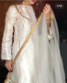 Salwar Suit Neck Designs, Neck Designs For Suits, Kurta Designs Women, Simple Pakistani Dresses, Pakistani Dress Design, Simple Dresses, Indian Dresses, Pakistani Fashion Party Wear, Pakistani Wedding Outfits