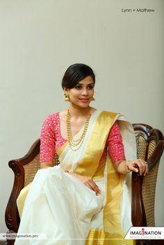 Shopzters is a South Indian wedding website South Indian Weddings, South Indian Bride, Telugu Wedding, Saree Wedding, Tulsi Silks, Kasavu Saree, Set Saree, Kerala Saree, Indian Wedding Hairstyles