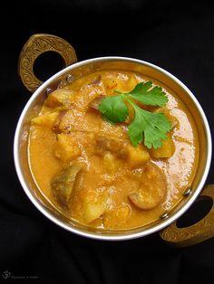 Zemiakovo baklazanove kari Vegetarian Curry, India Food, Coconut Milk, Eggplant, Thai Red Curry, Potatoes, Ethnic Recipes, Indie, Vegan Curry