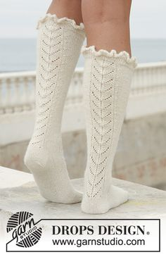 "Long DROPS socks in ""Alpaca"" with lace pattern. Ballet Real, Royal Ballet, Knitting Patterns Free, Free Knitting, Free Pattern, Drops Design, Crochet Gratis, Knit Crochet, Magazine Drops"