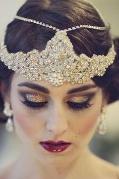 Gold glitter eye make up. Glamorous wedding make up. Boho Bride make up. Wild bride make up Great Gatsby Makeup, Great Gatsby Party, The Great Gatsby, 1920s Makeup Gatsby, Flapper Makeup, Roaring 20s Makeup, 1920 Makeup, Vintage Makeup, Gatsby Theme
