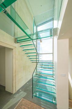 Siller Treppen fertigt atemberaubende Glastreppen und schwebende Glaspodeste. Schauen Sie rein!