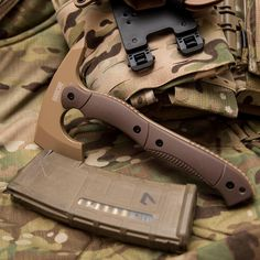 «@hardcorehardwareaustralia wasn't kidding when they named this their compact tactical tomahawk (CTT-01). I wouldn't want to chop down a forest with this…»