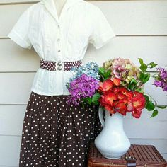This vintage girl is picnic-ready!
